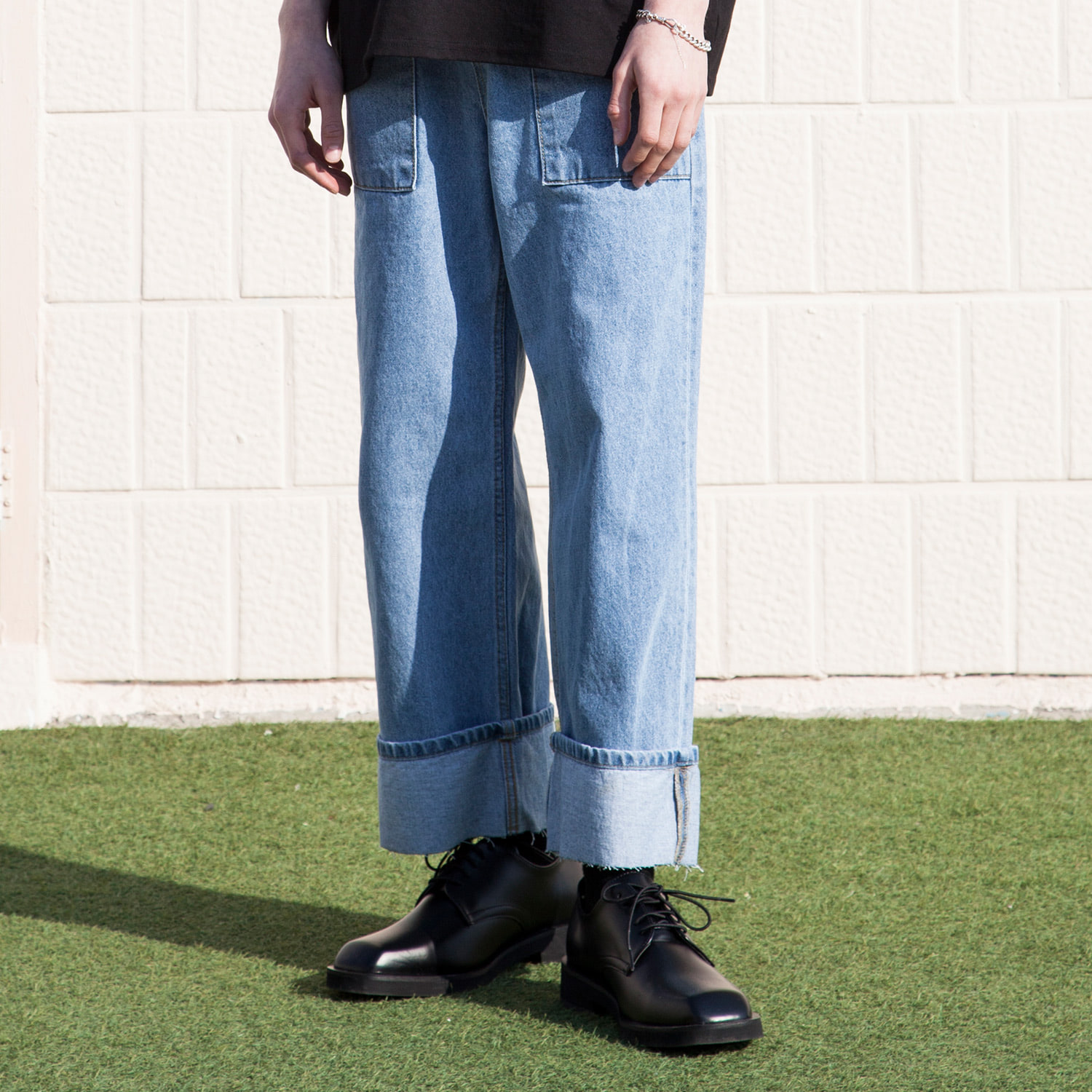 [블프] XP53 HIGH WAIST FATIGUE ROLL-UP DENIM PANTS (LIGHT BLUE)